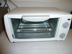 Here is the (un?)willing victim, an el-cheapo Wal-Mart toaster oven.